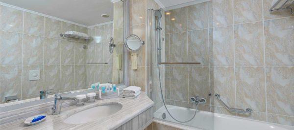 Deluxe Room Sea View - Bathroom