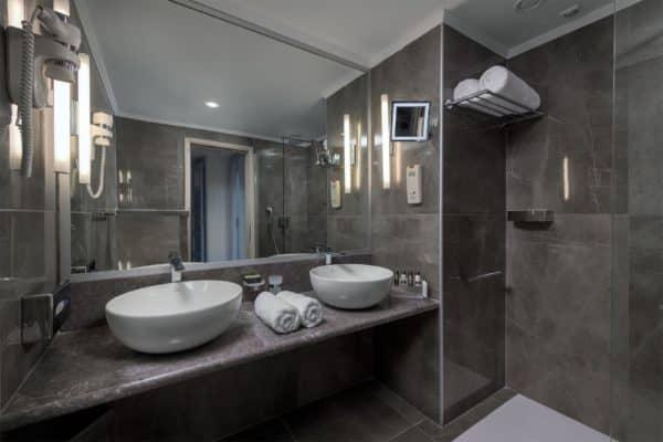 Junior-Suite-Bathroom_result