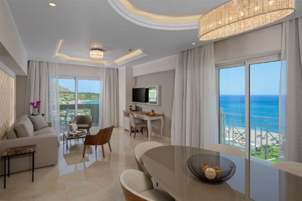 Suite-Livingroom-1_result