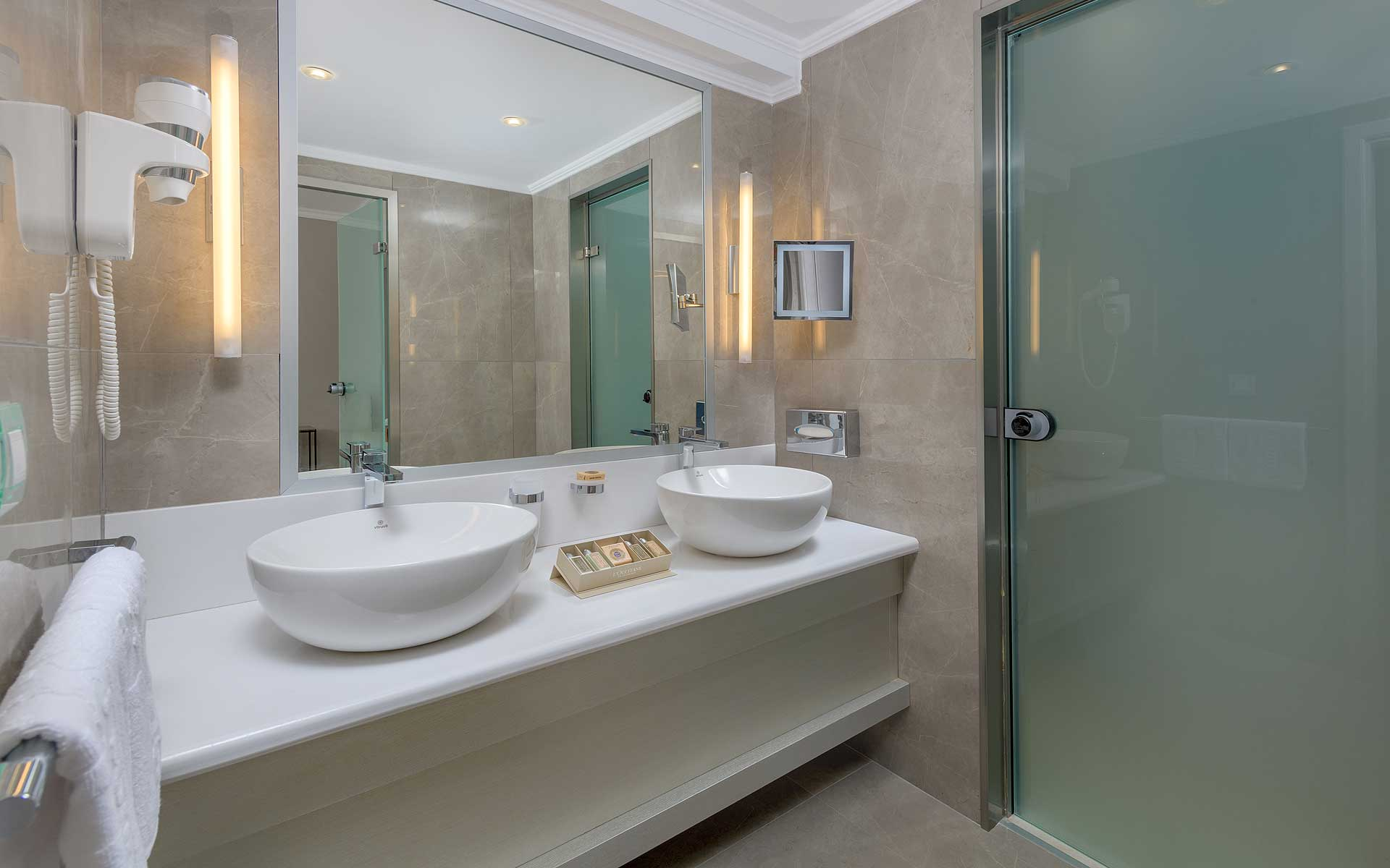 Executive Suite with Private Pool - Bathroom
